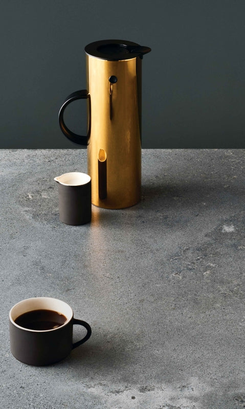 A detail image of 4033 Rugged Concrete from Caesarstone's Metropolitan Collection featuring kitchen accessories