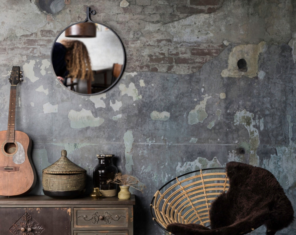 5 Industrial Style Mirrors - Dutchbone Attractif Industrial Style Round Mirror hung on a distressed wall