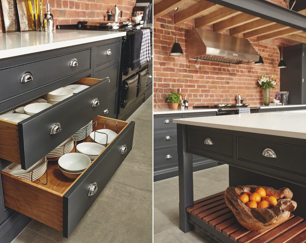 Industrial style shaker kitchen in an eco friendly barn home.. Kitchen by Tom Howley in charcoal grey.