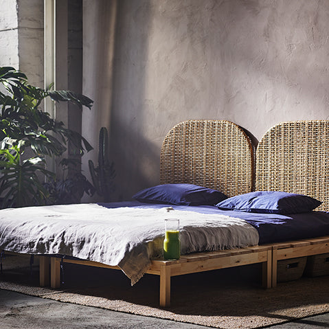 Here, the wicker HJÄRTELIG headboard gives the space an exotic look and feel