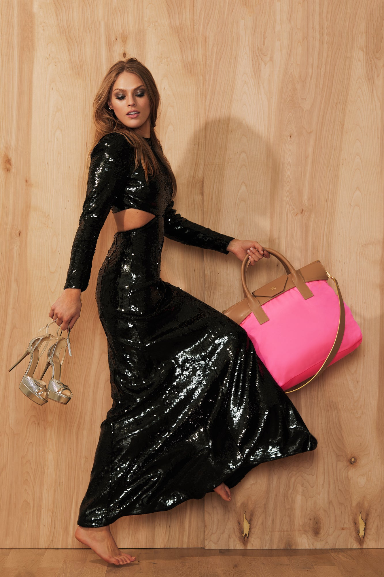 model with hot pink /  tan tote