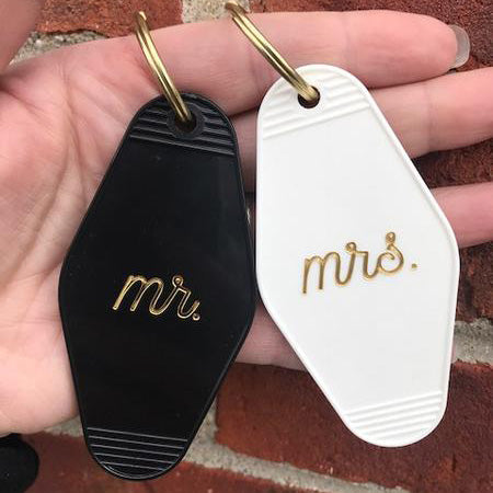 Retro Keychain Set - Mr. & Mrs.