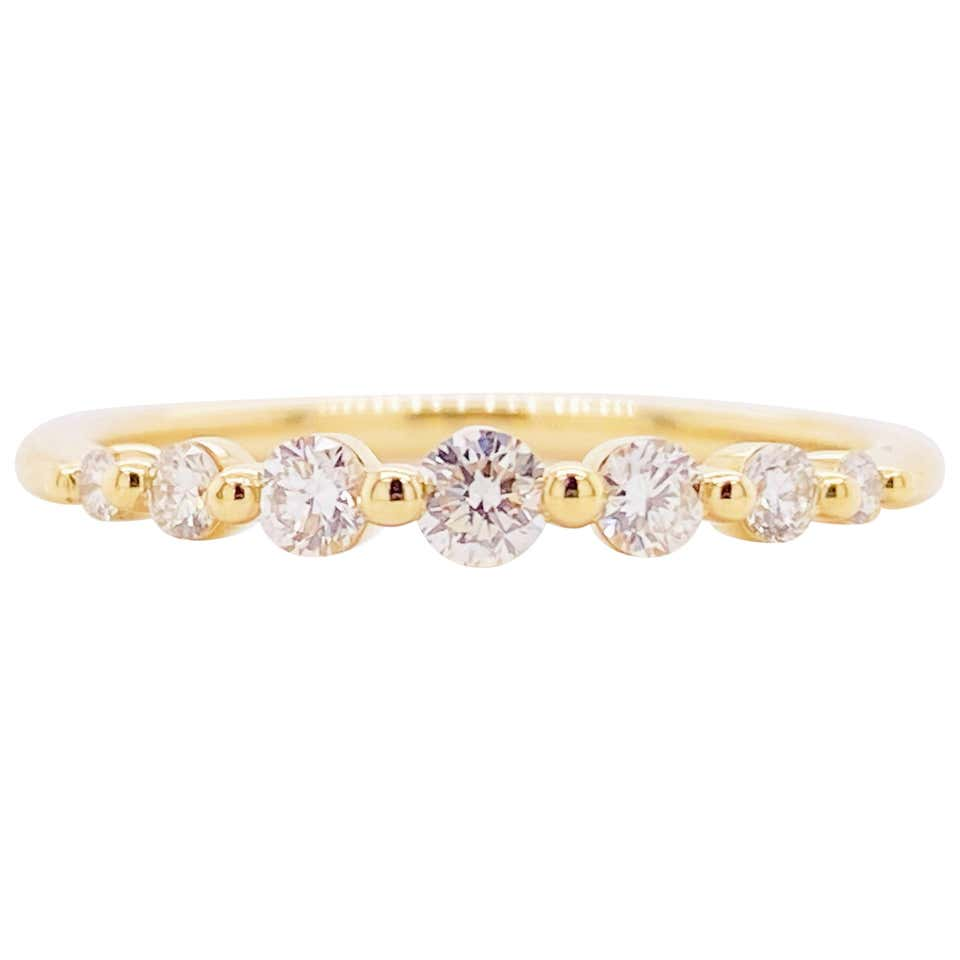 Graduating Single Prong 14K Gold Diamond Band Ring