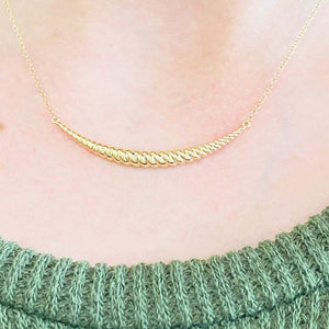 Twisted Curved Crescent Retro Bar Necklace