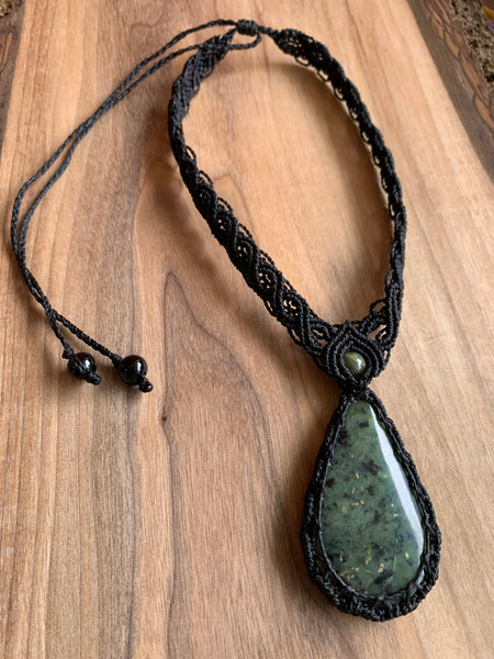 HANDMADE ELEVEN STONES MACRAME NECKLACE WITH SERPENTINE STONE/BLACK THREAD
