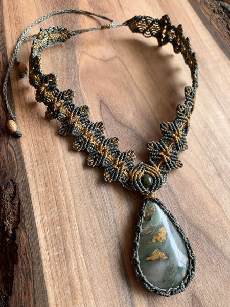 HANDMADE ELEVEN STONES NECKLACE WITH SERPENTINE STONE