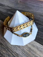 KR JEWELRY DESIGNS BRACELET WITH ROUND LABRADROITE STONE AND CHEVRON PATTERN