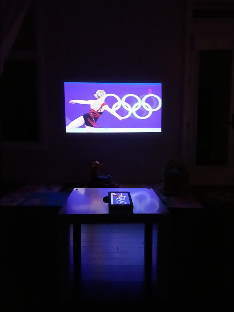 Home theater small dorm HEXA Eclipse projector