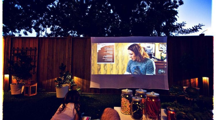Outdoor screen time toddlers HEXA Eclipse Projector