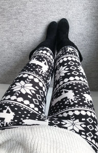 Reindeer Staying Next to the Fireplace Leggings- Black