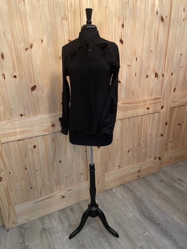 Cistar New York Black button down blouse with ruffled sleeve