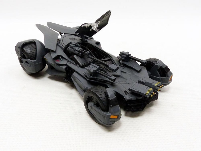 Jada Toys DC Comic Justice League Batmobile with Tact Suit Batman Figure