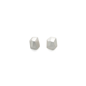 silver-stud-earrings-faceted
