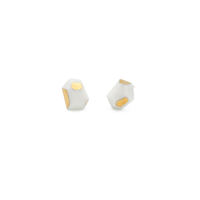 gold-accent-simple-stud-earrings