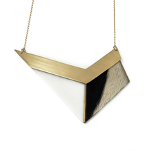 long-geometric-necklace-in-porcelain-and-cowhide-leather