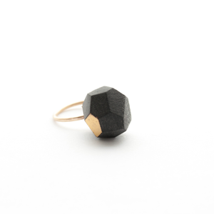 bauble-ring-black-porcelain-and-gold