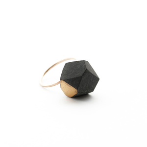 faceted-statement-ring-black-porcelain-and-gold