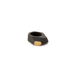 geometric-sculptural-ring-black-porcelain
