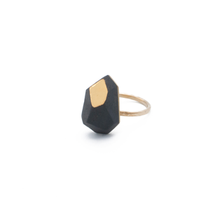 chunky-accent-ring-in-black-porcelain-size-8