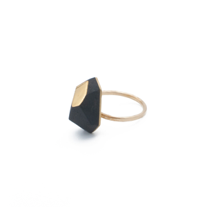 faceted-ring-black-porcelain-hammered-gold-band