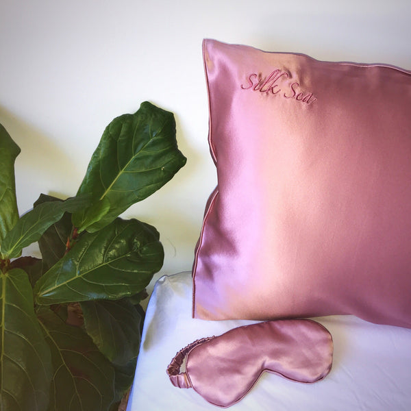 100% mulberry silk pillowcase in blush