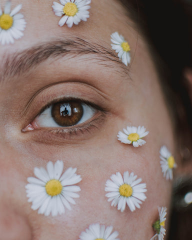 Beauty is in the eye of the beholder, the eye is surrounded by daisies