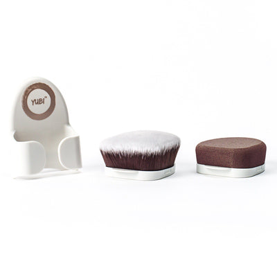 Classic white colored Yubi Buff and Blend Duo handle sitting next to velvety soft brown and white-tipped brush and sponge attachments.