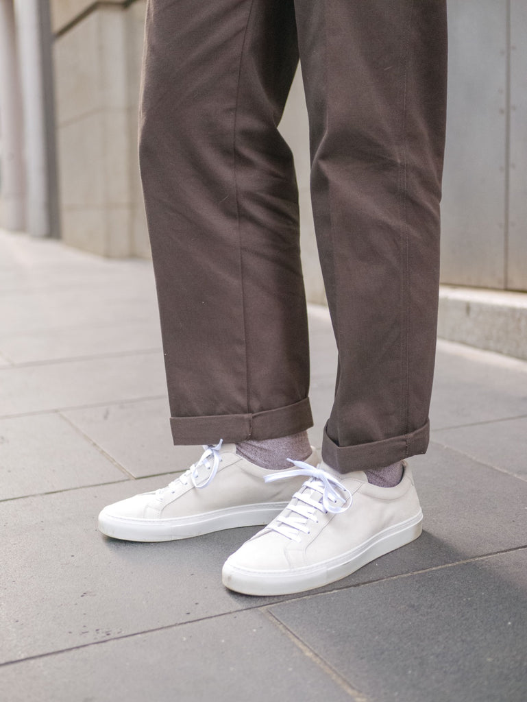 Close_Up_of_Chocolate_Fatigue_Pants_With_Suede_Yogurt_White_Sneakers_51_Label