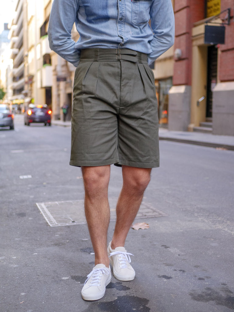 Olive_Green_Safari_Shorts_With_Suede_Yogurt_White_Sneakers_51_Label
