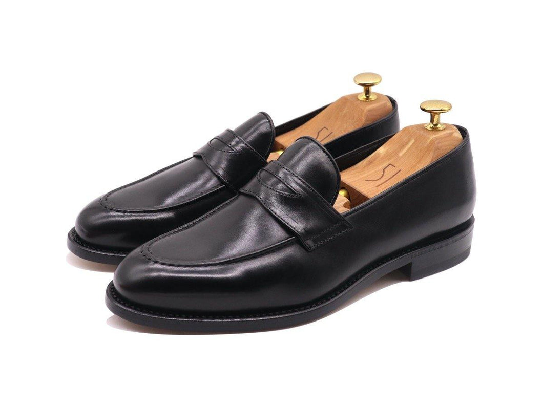 Front_View_of_Dejon_Black_Leather_Penny_Loafers