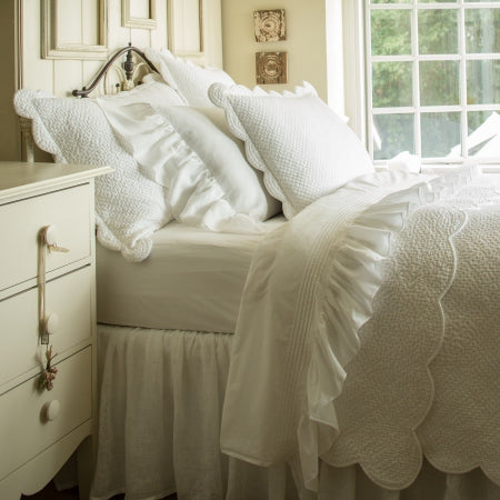 White Scalloped Edge Quilt
