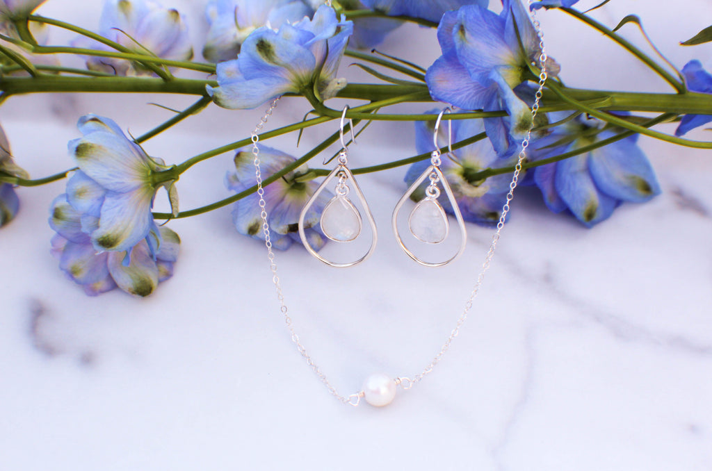 pearl necklace with moonstone teardrop earring