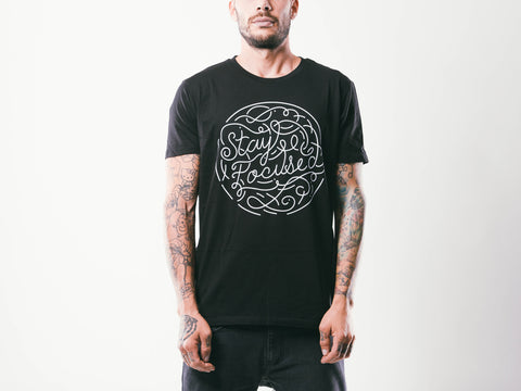 Stay Focused M's Tee | Black