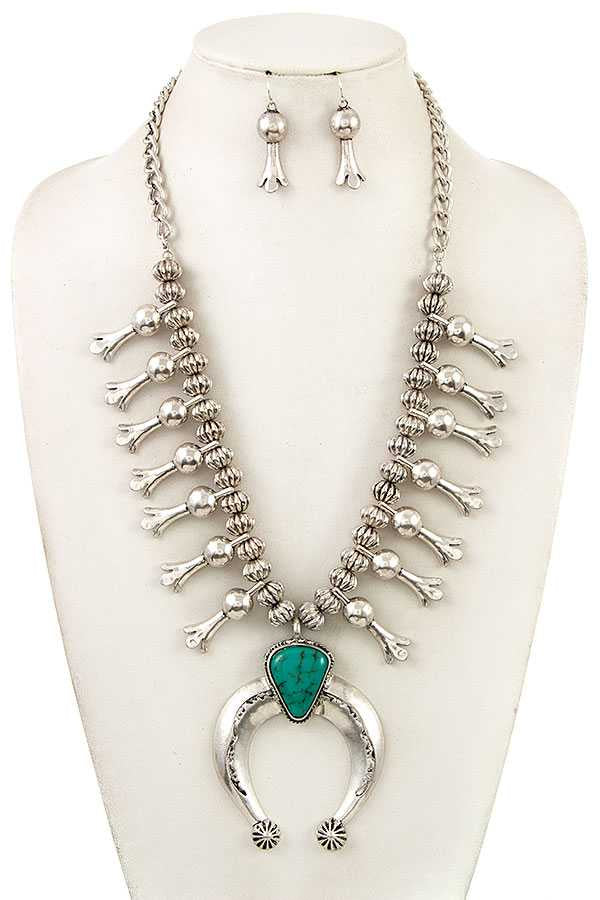 Metal Accent Necklace Set