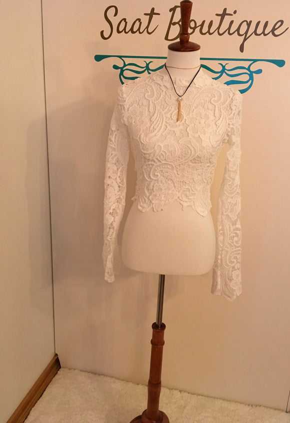Lace bell sleeve