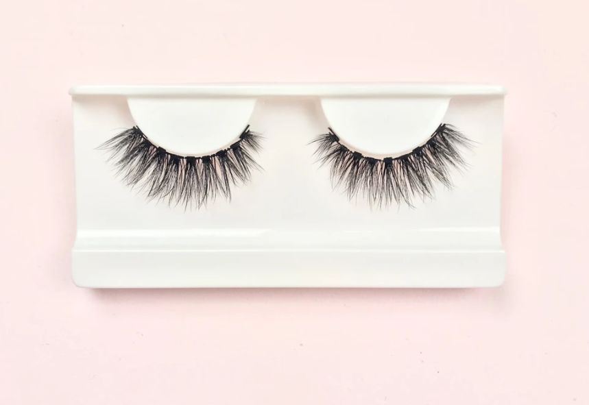 How to Clean and Reuse Your Strip Lashes