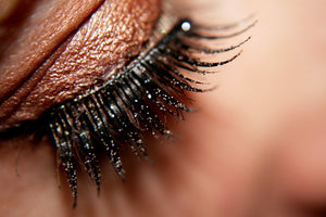 The Pros and Cons of False Eyelashes