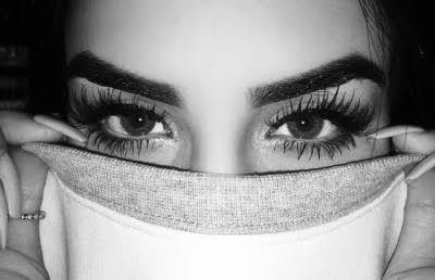 Eyelash Extensions versus False Lashes – Know The Difference and What Suits You