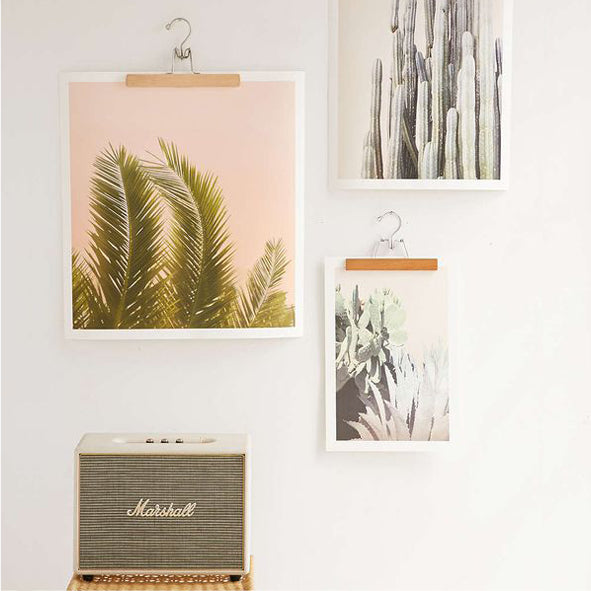Snap hangers to display prints
