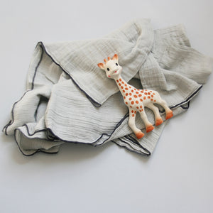 Sophie La Giraffe is a classic and popular baby gift that stimulates all 5 senses and soothes sore teething gums. Is light and easy for baby to hold and manipulate, an essential as baby's first toy.