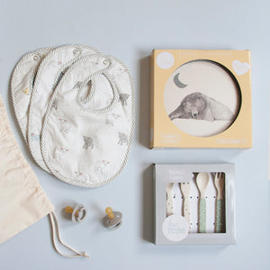 Modern gift set for babies and mums that combines useful and beautiful items chosen with purpose and care. All the gift sets are based on specific moments in motherhood making it the perfect gift for new mums. The Build your own Bag is also available, choose from our range of products and make it a personal gift!