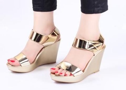 Stun Gold Wedge Heels