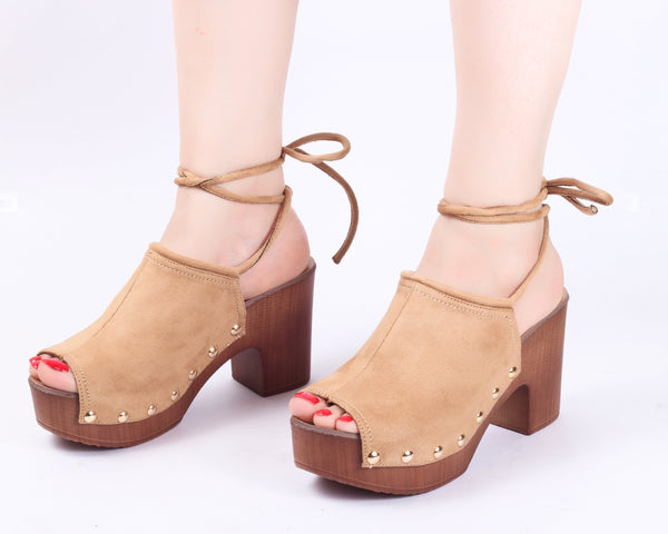 Feather Beige | Mule Heels| Medium Heels | Dech Barrouci
