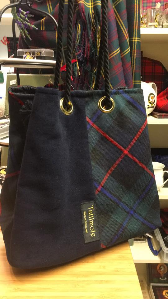 Extra Large Tattimole Tartan Bag in Campbell of Cawdor