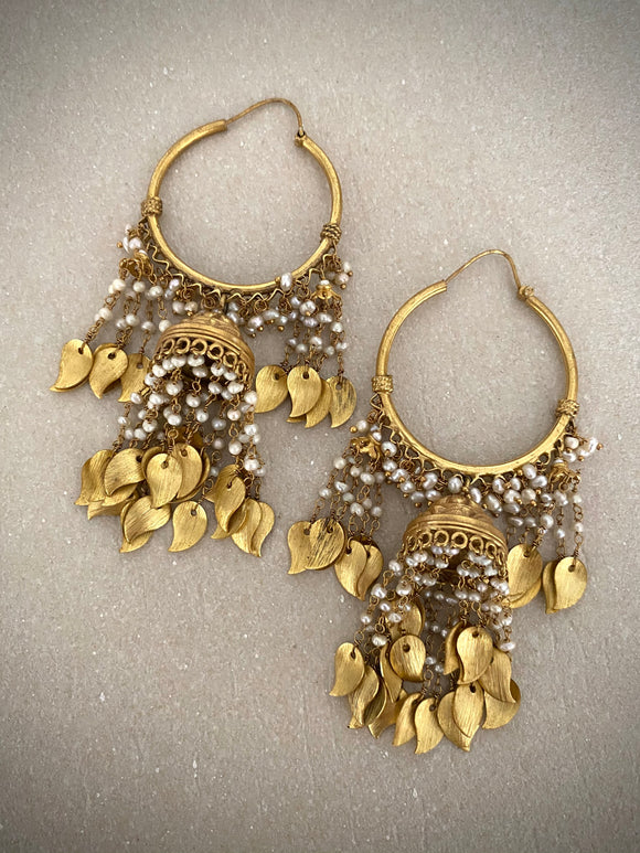 Opulent Gold Leafy Bells Small