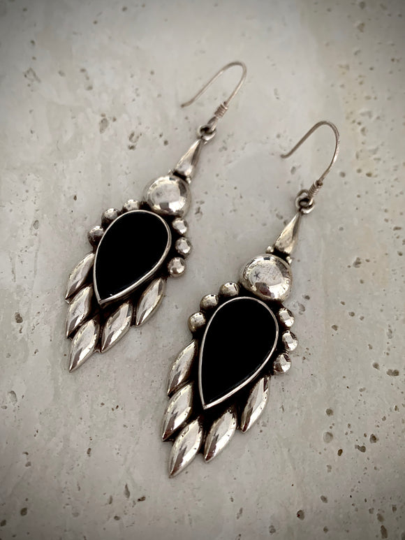 Stoned feather black