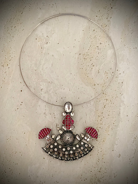 Opulent boat necklace