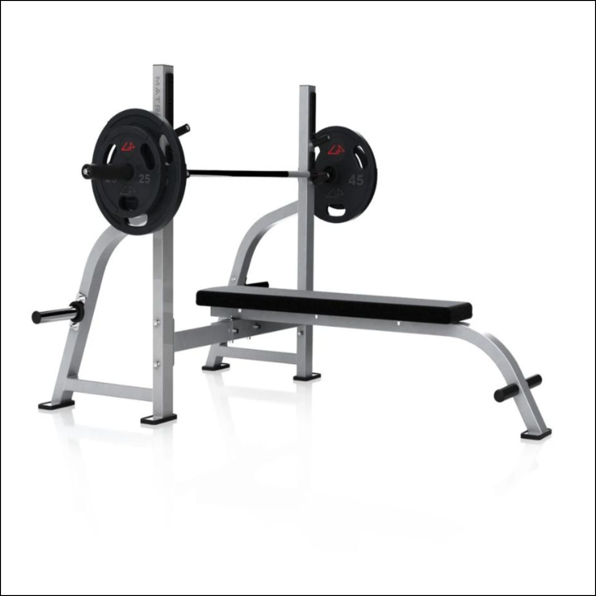 Home gym machines Australia MATRIX G1 OLYMPIC FLAT BENCH Easy spotter access Integrated weight storage horns keep plates in close proximity Footrest provides enhanced user stability