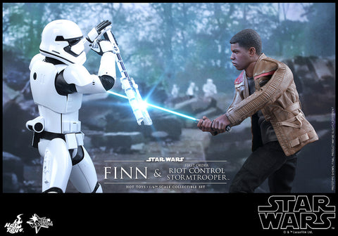 Finn and First Order Riot Control Stormtrooper, Star Wars: The Force Awakens 1/6th Scale Collectible Figure Set, Hot Toys MMS 346
