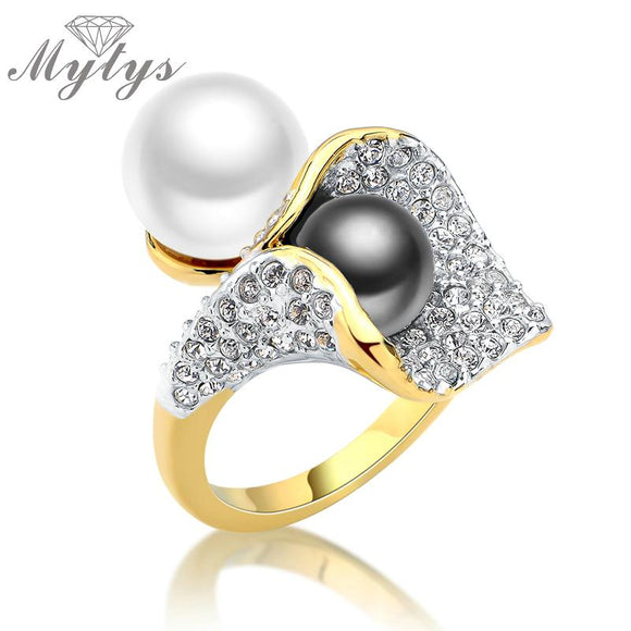 Mytys Two Pearls Black and White Pearl Ring Pave Setting Zircon Flower Design Fashion Statement Cocktail Ring Ladies Gift